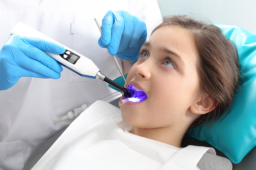 Seal Light-cure, the child in the dental office 471617516