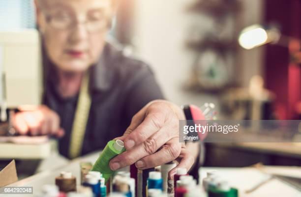 Naaister kiezen van de juiste Thread voor naaien