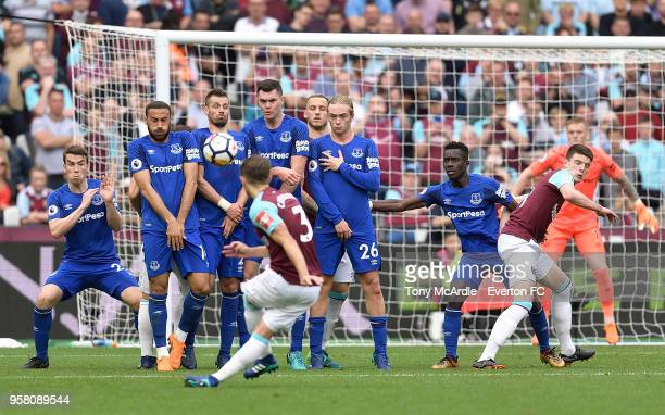 Seamus Coleman Cenk Tosun Michael Keane Tom Davies and Idrissa Gueye form a wall for an Aaron Cresswell free kick during the Premier League match...