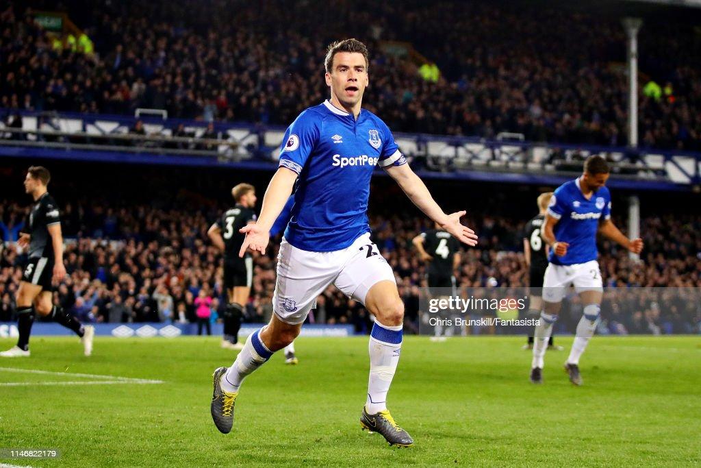 Everton FC v Burnley FC - Premier League : News Photo