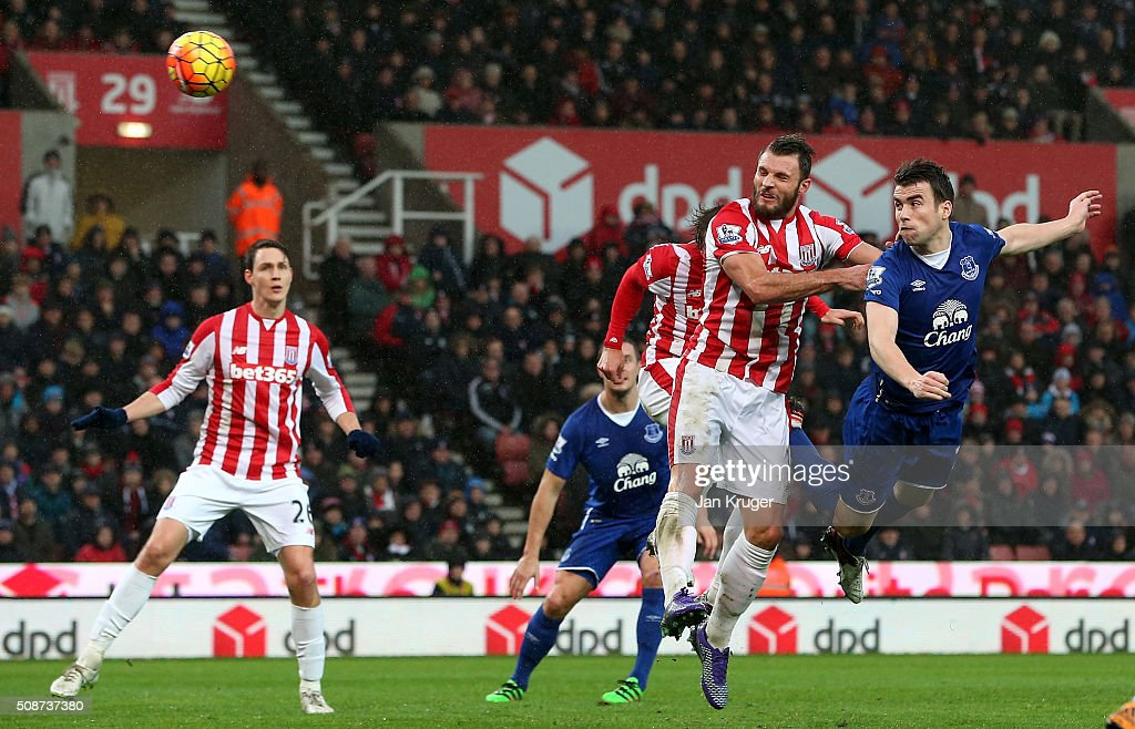 Seamus Coleman (1st R) of Everton heads the ball to score his team's second goal during the Barclays Premier League match between Stoke City and Everton at Britannia Stadium on February 6, 2016 in Stoke on Trentl, England.