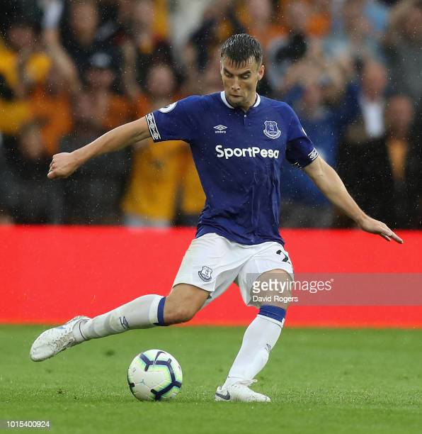 Seamus Coleman of Everton passes the ball during the Premier League match between Wolverhampton Wanderers and Everton FC at Molineux on August 11...