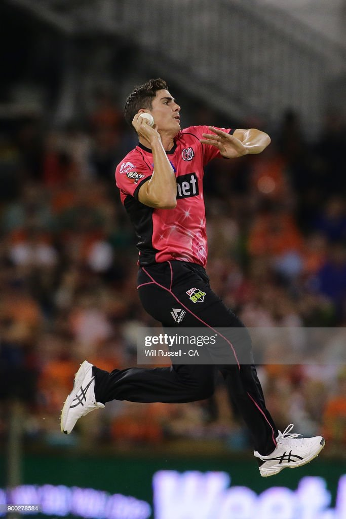 Sean Abbott of the Sixers bowls during the Big Bash League match between the Perth Scorchers and the Sydney Sixers at WACA on January 1, 2018 in Perth, Australia.
