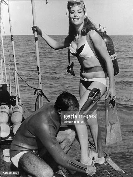Sean Connery*Movie actor Great Britainwith Claudine Auger during the filming of a Bond movie