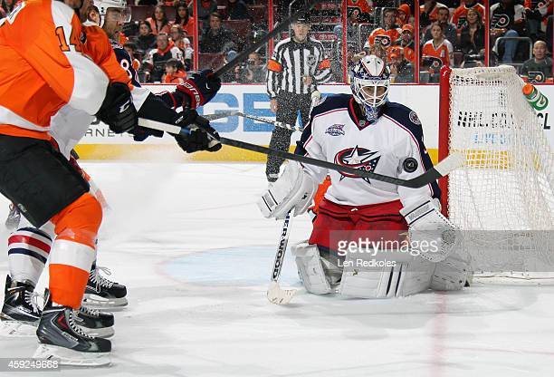 Sean Couturier of the Philadelphia Flyers takes a shot on goaltender Curtis McElhinney of the Columbus Blue Jackets on November 14 2014 at the Wells...