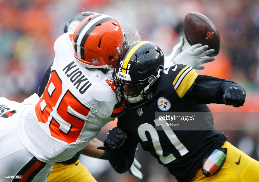 Sean Davis #21 of the Pittsburgh Steelers breaks up a pass intended for David Njoku #85 of the Cleveland Browns during the first quarter at FirstEnergy Stadium on September 9, 2018 in Cleveland, Ohio.