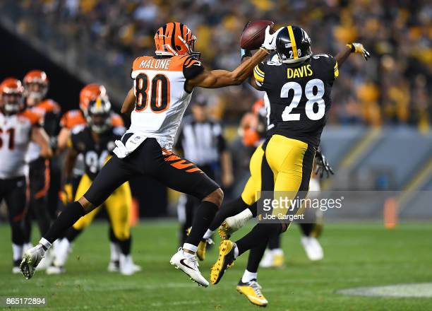 Sean Davis of the Pittsburgh Steelers breaks up a pass intended for Josh Malone of the Cincinnati Bengals in the second half during the game at Heinz...
