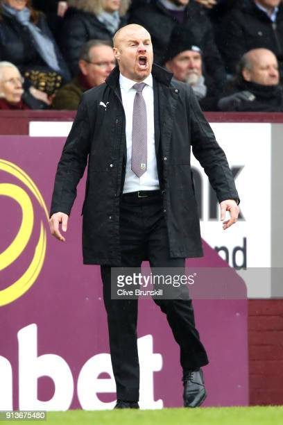 Sean Dyche Manager of Burnley gives his team instructions during the Premier League match between Burnley and Manchester City at Turf Moor on...