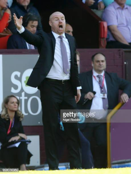 Sean Dyche Manager of Burnley gives instruction to his team during the Premier League match between Burnley and AFC Bournemouth at Turf Moor on May...