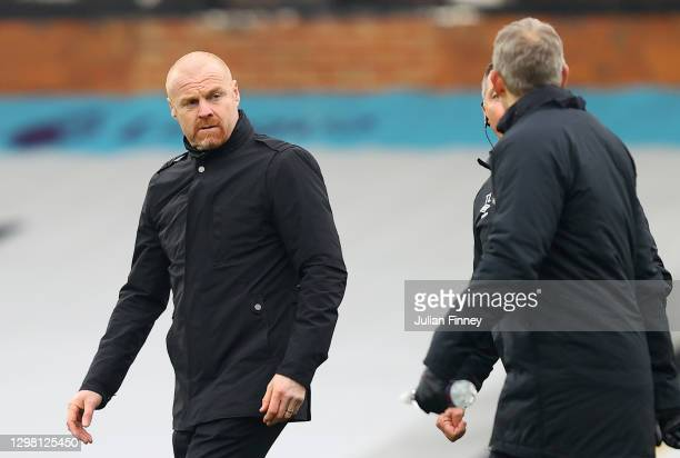 Sean Dyche, Manager of Burnley looks on ahead of The Emirates FA Cup Fourth Round match between Fulham and Burnley at Craven Cottage on January 24,...