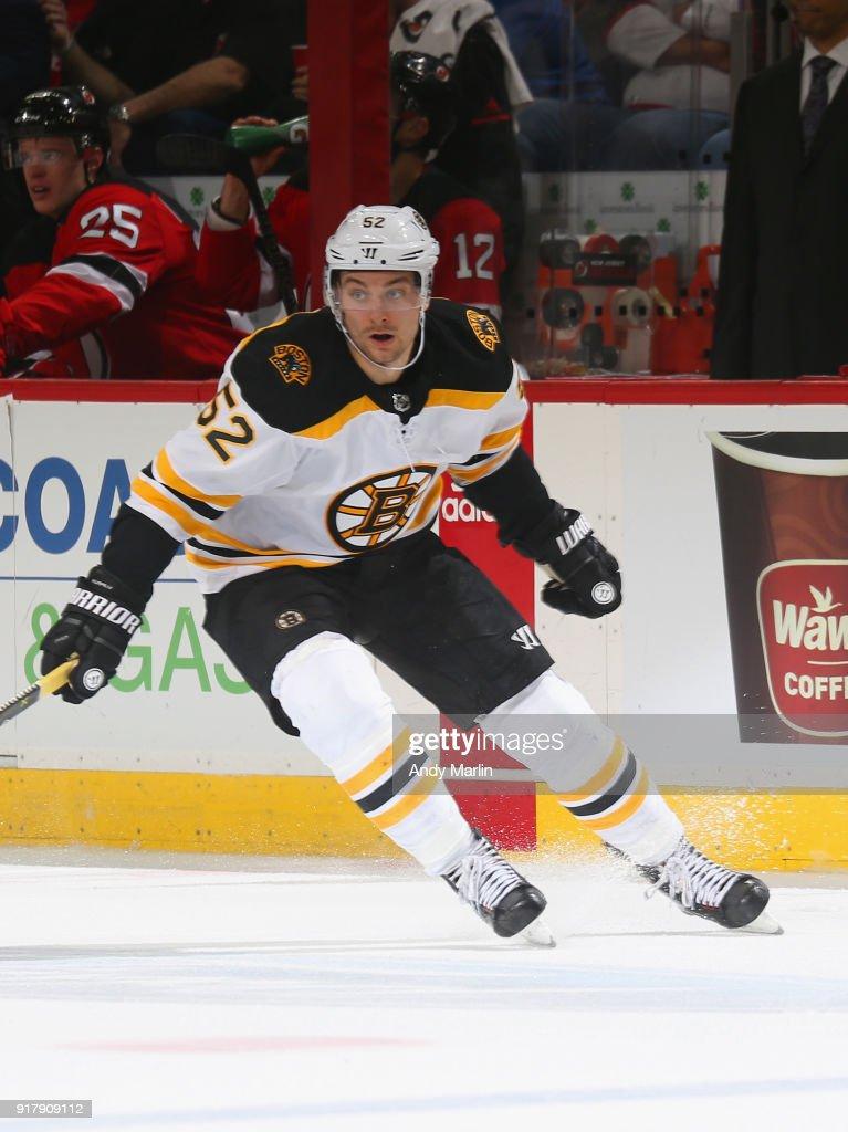 buy online d6c51 5ede5 Sean Kuraly of the Boston Bruins skates against the New ...