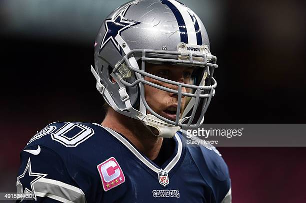 Sean Lee of the Dallas Cowboys participates in warmups prior to a game against the New Orleans Saints at the Mercedes-Benz Superdome on October 4,...
