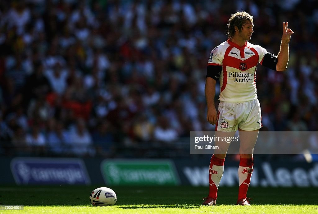 Sean Long of St.Helens prepares to kick at goal during the Carnegie Challenge Cup Final between St.Helens and Catalans Dragons at Wembley stadium on August 25, 2007 in London, England.
