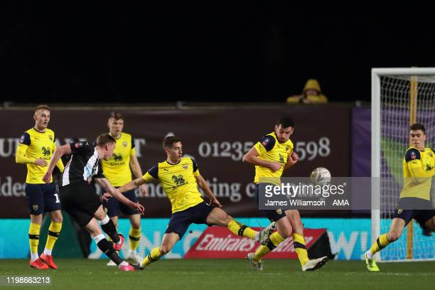 Sean Longstaff of Newcastle United scores a goal to make it 0-1 during the FA Cup Fourth Round Replay match between Oxford United and Newcastle...