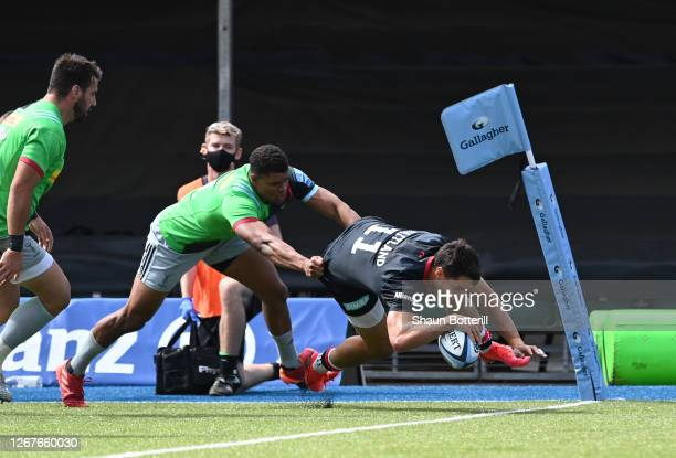 Sean Maitland of Saracens breaks the tackle of Nathan Earle of Harlequins to score the first try during the Gallagher Premiership Rugby match between...