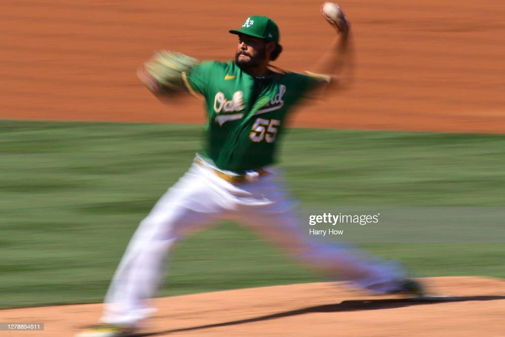 Division Series - Houston Astros v Oakland Athletics - Game Two : Nachrichtenfoto