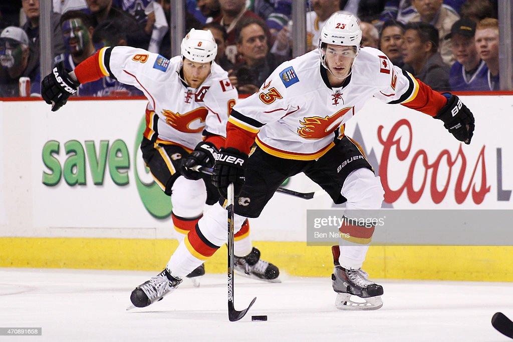 Calgary Flames v Vancouver Canucks - Game Five : News Photo