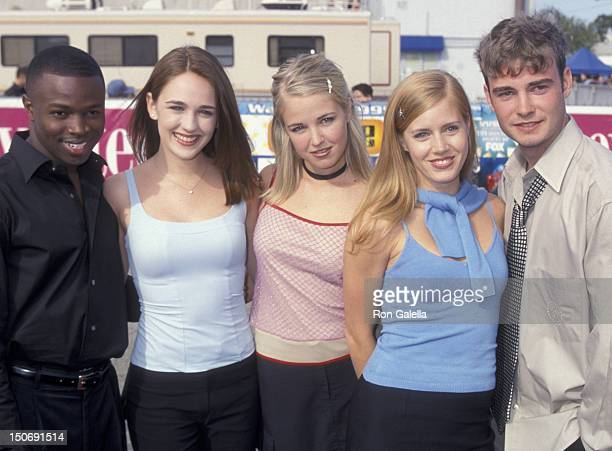 Sean Patrick Thomas Sarah Thompson Keri Lynn Pratt Amy Adams and Robin Dunne attend First Annual Teen Choice Awards on August 1 1999 at the Barker...