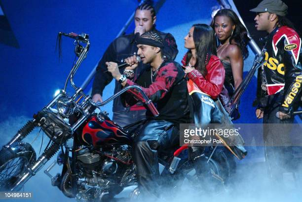 Sean Paul performs a medley of Gimmie The Light Baby Boy and Get Busy
