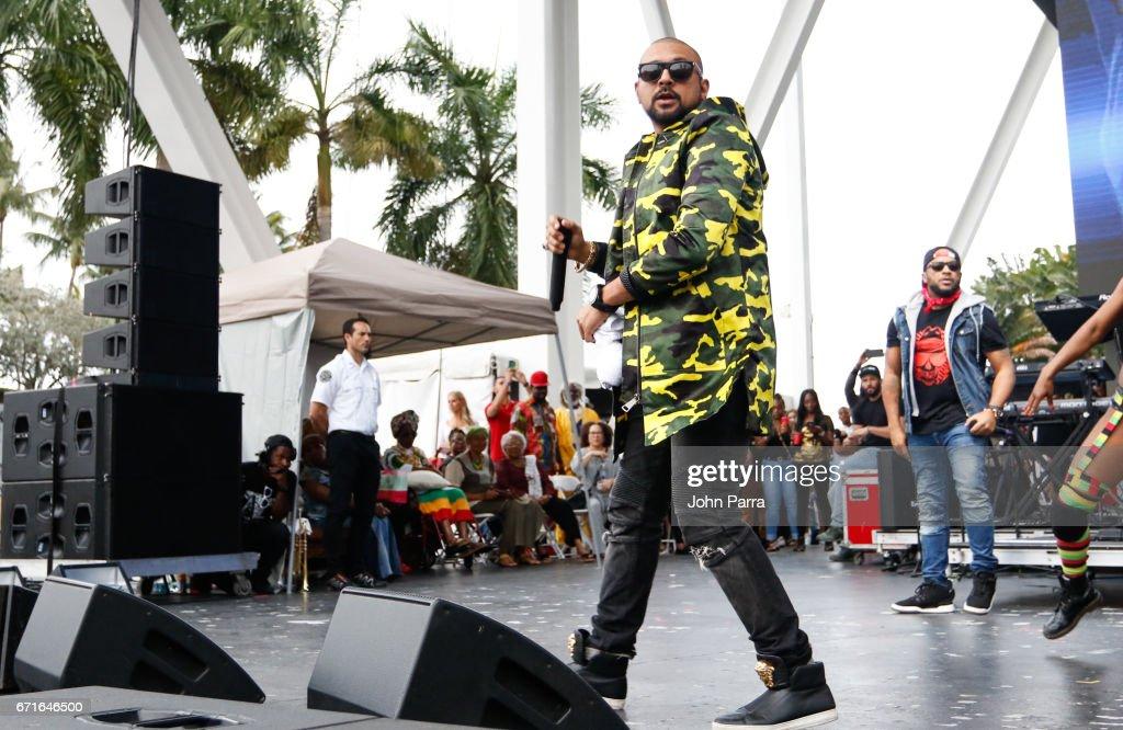 Sean Paul performs at Kaya Fest at Bayfront Park Amphitheater on April 22, 2017 in Miami, Florida.