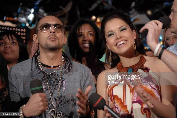 "Sean Paul with MTV VJ Susie Castillo during Sean Paul and Mary J. Blige Visit MTV's ""TRL"" - March 20, 2006 at TRL Studios in New York City, New York,..."