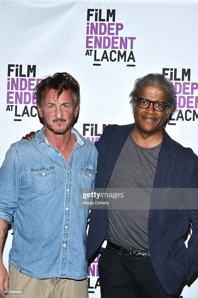 Sean Penn and Elvis Mitchell attend Film Independent at LACMA hosts an evening with Sean Penn at LACMA on October 6, 2016 in Los Angeles, California.