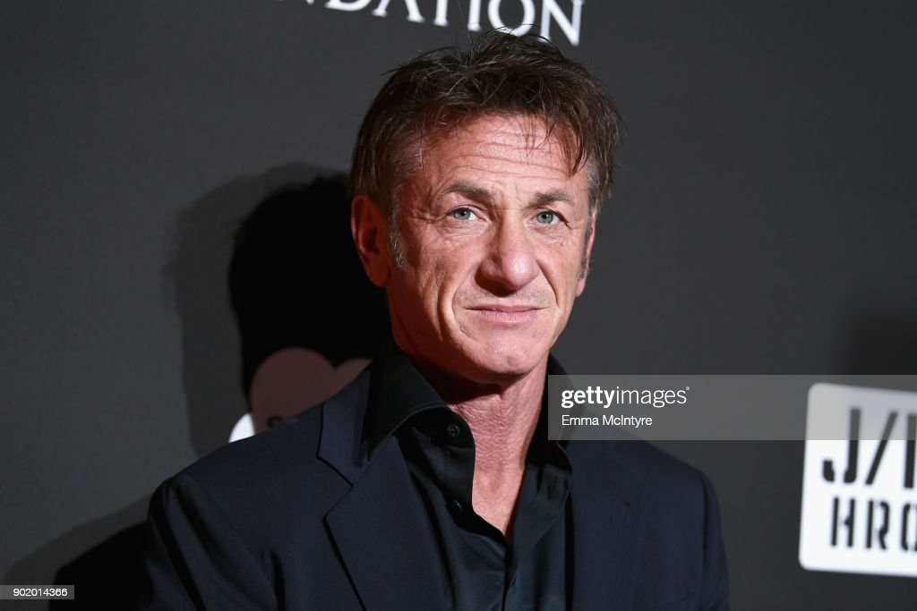 7th Annual Sean Penn & Friends HAITI RISING Gala Benefiting J/P Haitian Relief Organization - Red Carpet : Nachrichtenfoto
