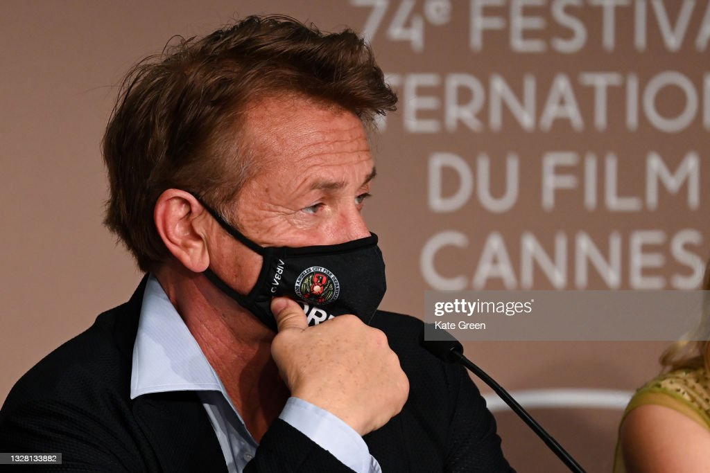 """Flag Day"" Press Conference - The 74th Annual Cannes Film Festival : Fotografía de noticias"