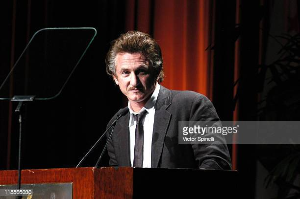 Sean Penn during American Jewish Committee Gala Honoring Amy Pascal - November 3, 2005 at Regent Beverly Wilshire in Beverly Hills, California,...