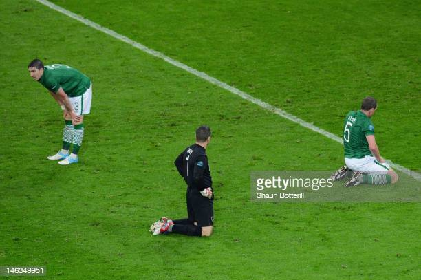 Sean St Ledger, Shay Given and Richard Dunne of Republic of Ireland sit dejected after Fernando Torres of Spain scored their third goal during the...