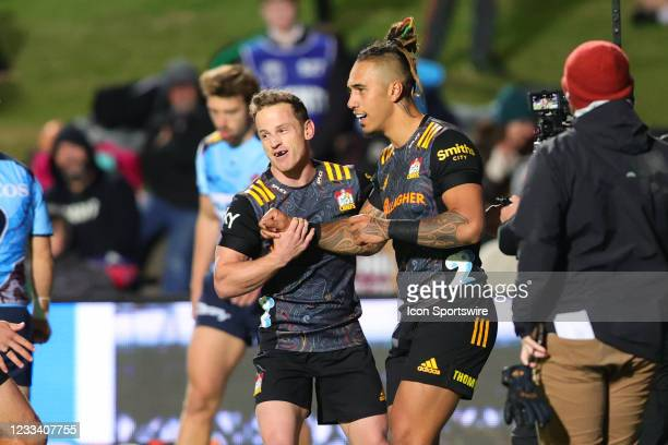 Sean Wainui of the Chiefs scores a try and celebrates with team mates during the round five Super Rugby Trans Tasman match between the NSW Waratahs...