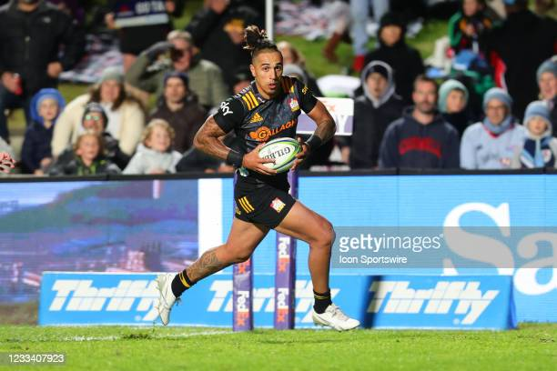 Sean Wainui of the Chiefs scores his second try during the round five Super Rugby Trans Tasman match between the NSW Waratahs and Chiefs at Brookvale...