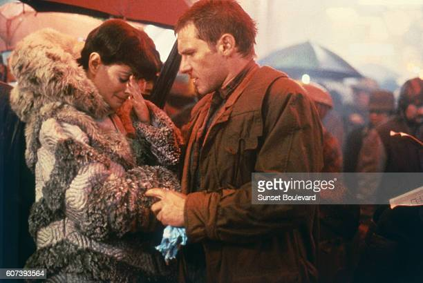 Sean Young and Harrison Ford on the set of 'Blade Runner' directed by Ridley Scott