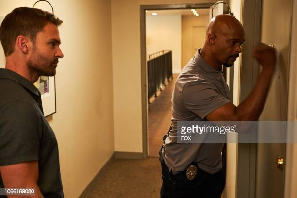 Seann William Scott and Damon Wayans in the Leo Getz Justice episode of LETHAL WEAPON airing Tuesday Oct 16 on FOX