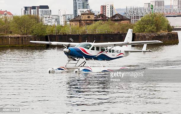wasserflugzeug auf den fluss clyde in glasgow - theasis stock-fotos und bilder