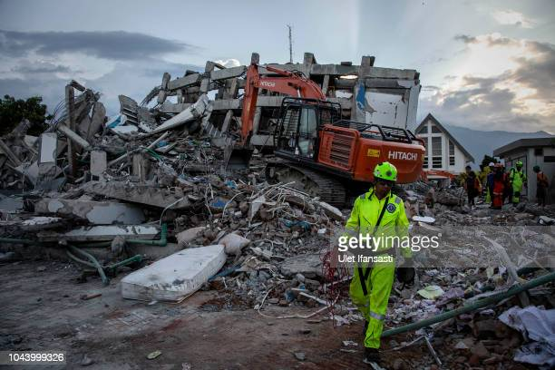 A search and rescue team look for victims at the site where a hotel collapsed after an earthquake hit on October 1 2018 in Palu Central Sulawesi...