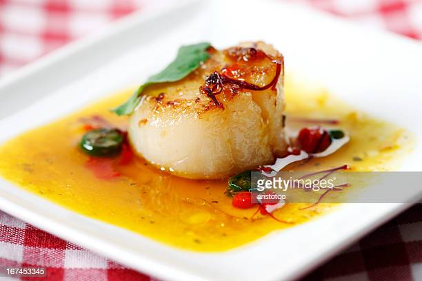 Seared Scallop in Chili-Saffon Sauce
