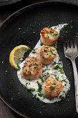 seared sea scallops with creamy garlic