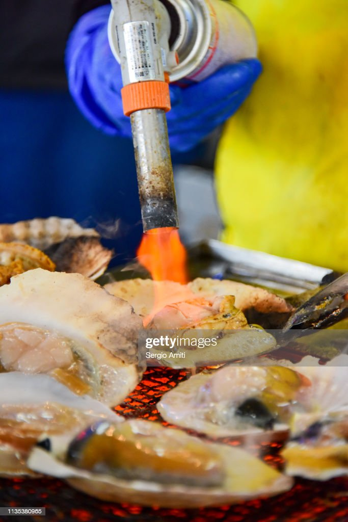 Searing a Hokkaido scallop : Stock Photo