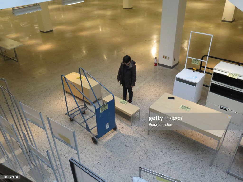 Mississauga On January 10 Sears Closing Final A Woman Looks At