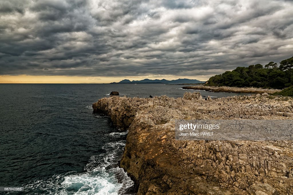 Seascape and sunset with cloudy sky : Photo