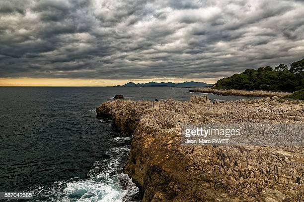 seascape and sunset with cloudy sky - jean marc payet photos et images de collection