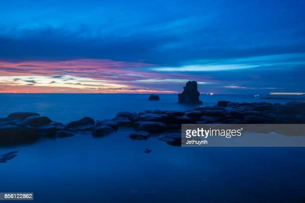 seascape in vietnam - sunrise over thach ky dieu tau, a wonder of quang ngai - quảng ngãi bildbanksfoton och bilder