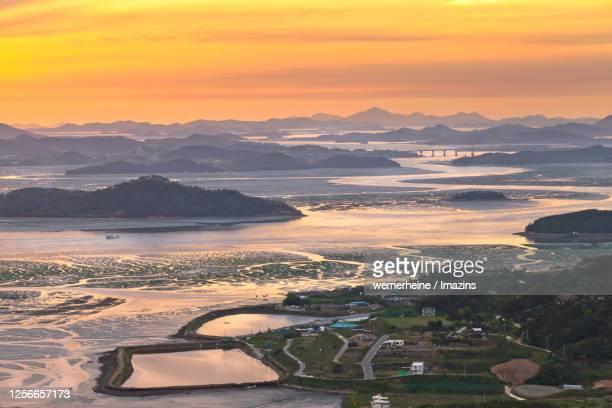 seascape of muan beach with sunset, muan, south korea - zuid korea stockfoto's en -beelden
