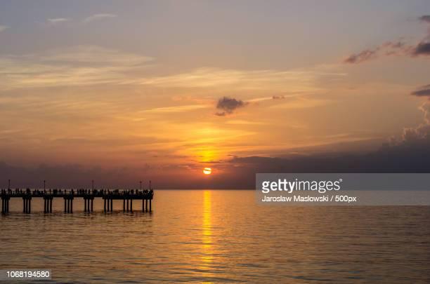 seascape with pier - maslowski stock-fotos und bilder