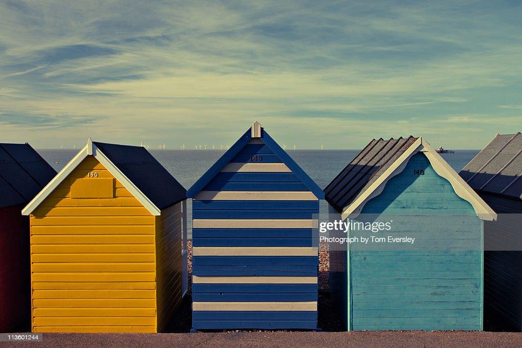 seaside beach huts : Bildbanksbilder