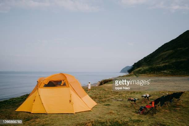 seaside campsite in the morning - キャンプ 1人 ストックフォトと画像