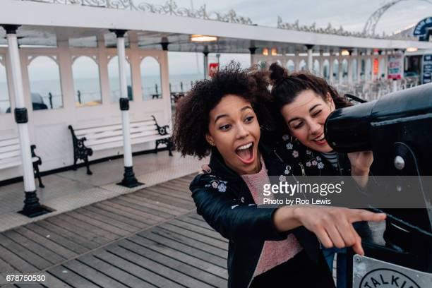 seaside couples - longue vue photos et images de collection