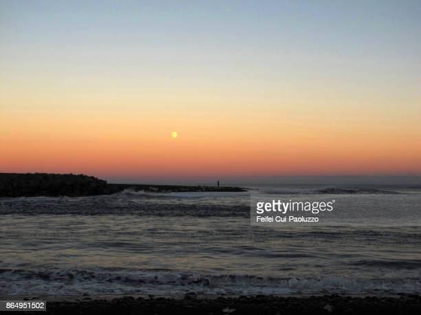 seaside of jokulsarlon, east coast of iceland - austurland stock-fotos und bilder