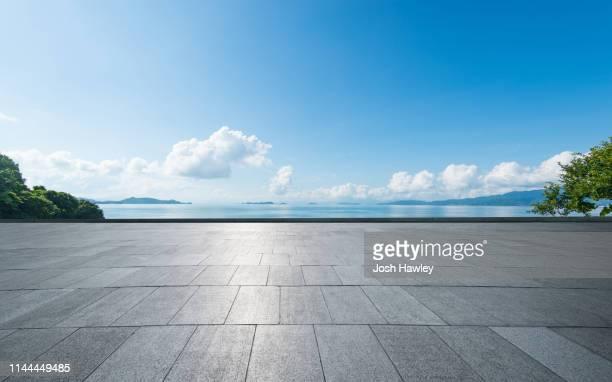 seaside parking lot - littoral photos et images de collection